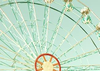 Eine Runde Riesenrad fahren