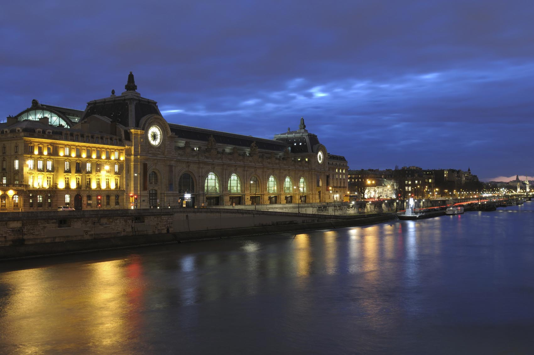 Le musée d'Orsau devant les quais de Seine