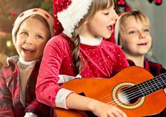 Weihnachtsliedern lauschen