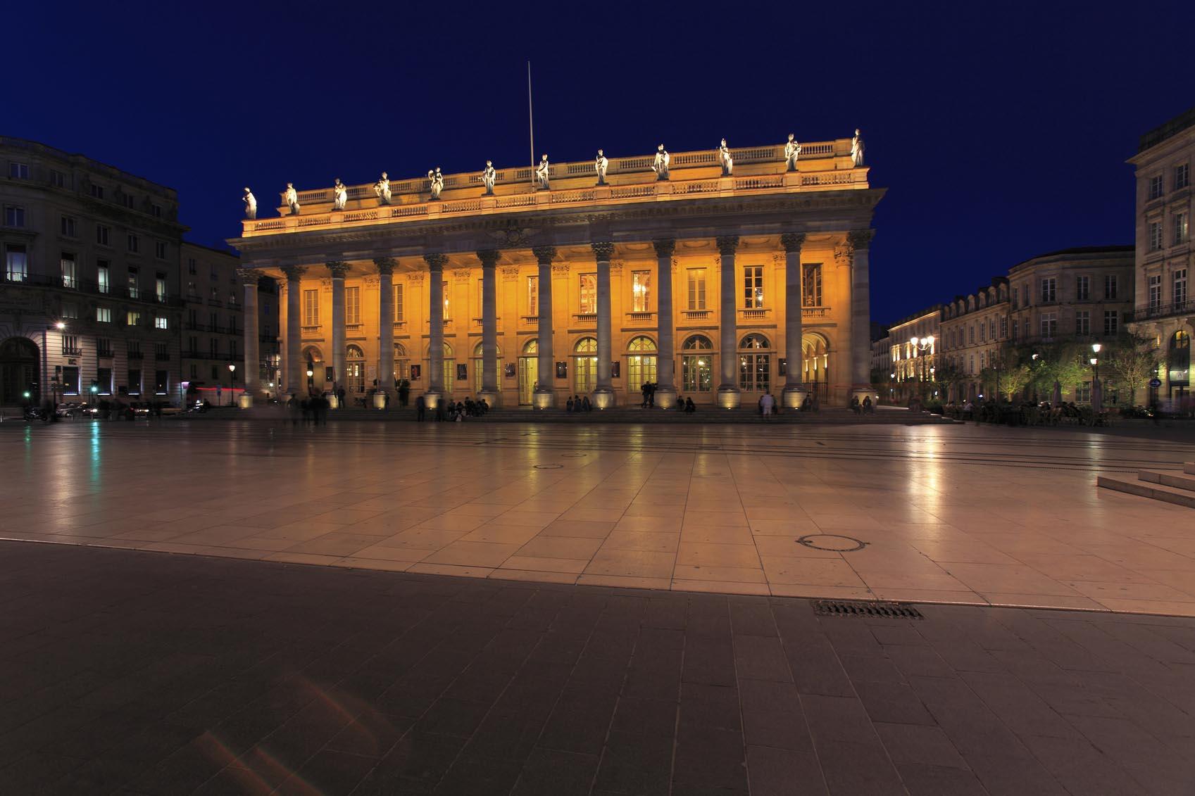 Une vue de nuit sur le Grand Théâtre de Bordeaux