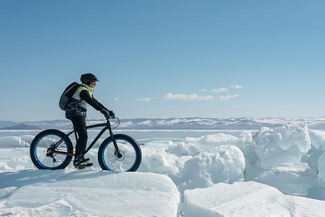 rowerze, śnieżnym