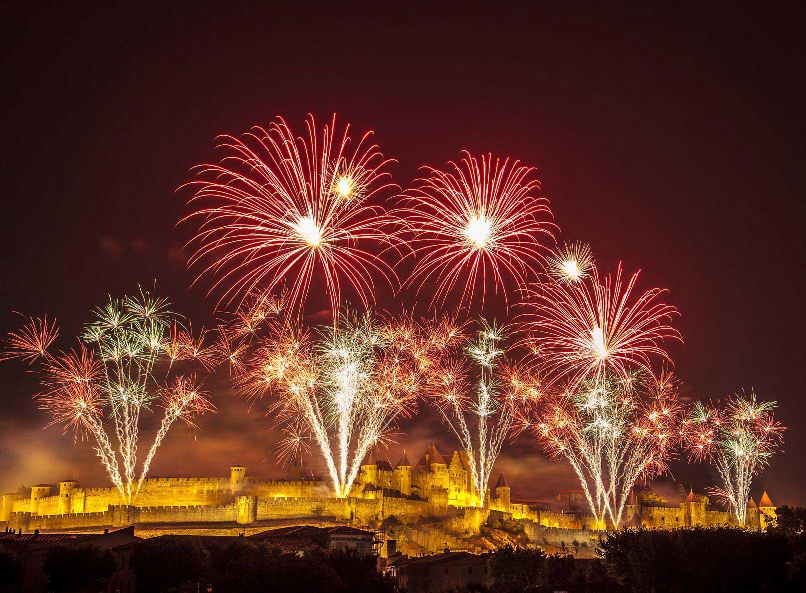L'enceinte de Carcassonne surplombé de feux d'artifice