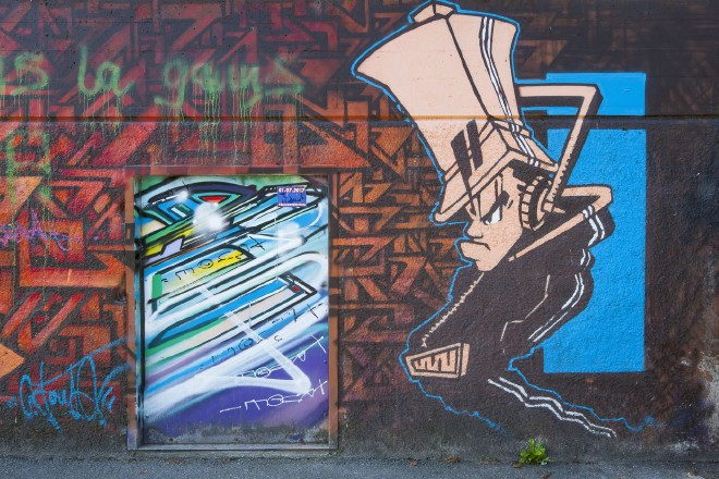 Graffitis entlang der Rhône