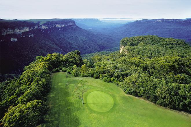 Faites le plein d'air frais lors de votre séjour golf et montagne à côté de Sydney