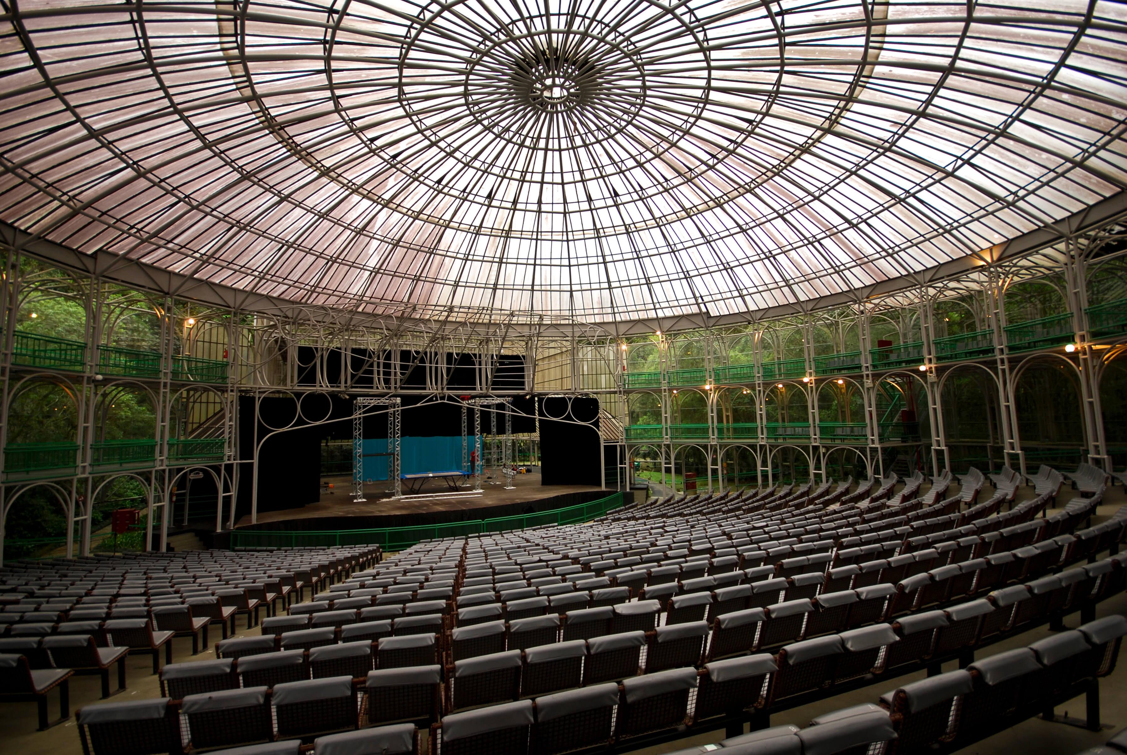 Glas-Opernhaus