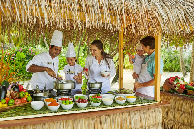 Maldives family resort: family cooking class at the Fairmont Maldives Sirru Fen Fushi