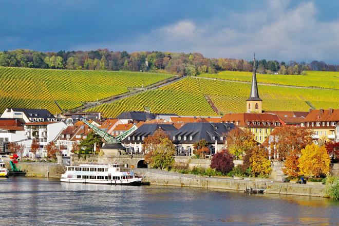 Schiffe auf dem Main in Würzburg