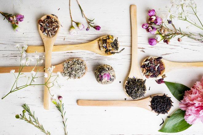tea/leaves/spoons