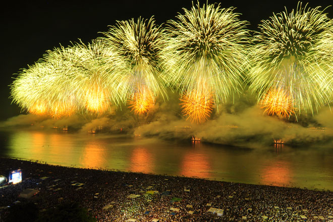 Queima de fogos de artifício na virada do ano (Fotos: Getty Images)