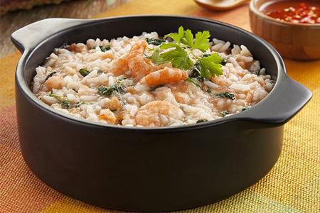 Panela de arroz de cuxá prato típico do Amazonas