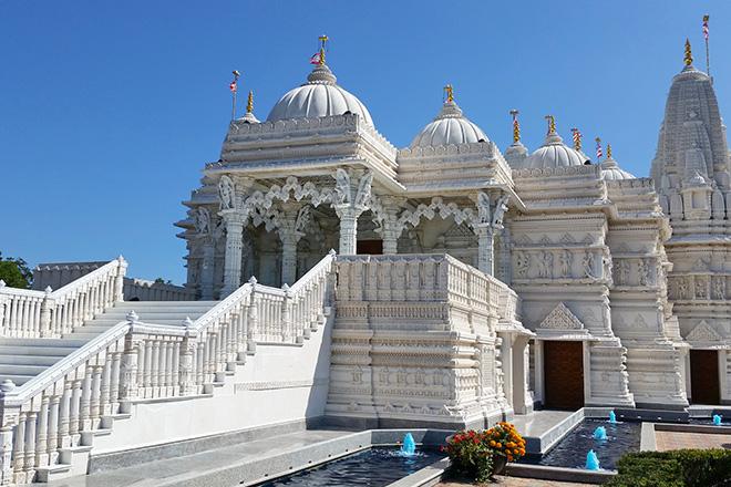 baps-shri-swaminarayan-temple-london