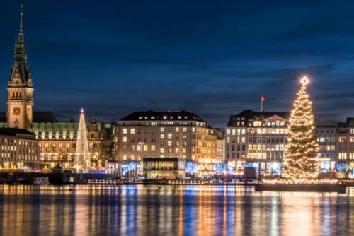 Weihnachtsmarkt in Hamburg am Wasser