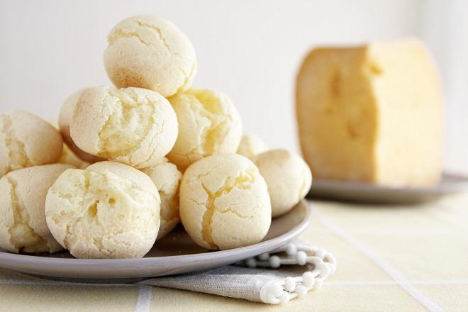Pão de queijo recheado da A pão de queijaria