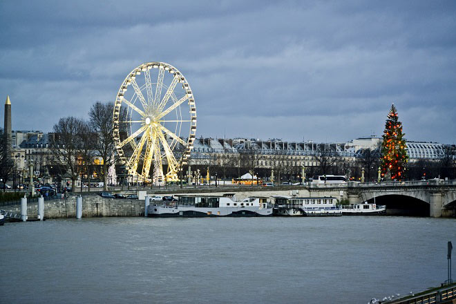Savouring the sights of Christmas from the Roue de Paris