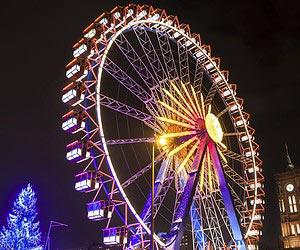Grandes roues et autres attractions de Noël