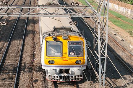 Un tren circulando por la India