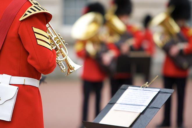 buckingham-palace-guard-ceremony-london