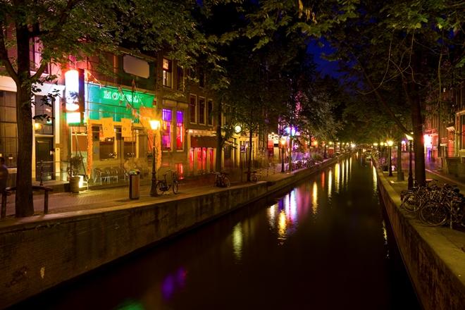 Canale di notte ad Amsterdam