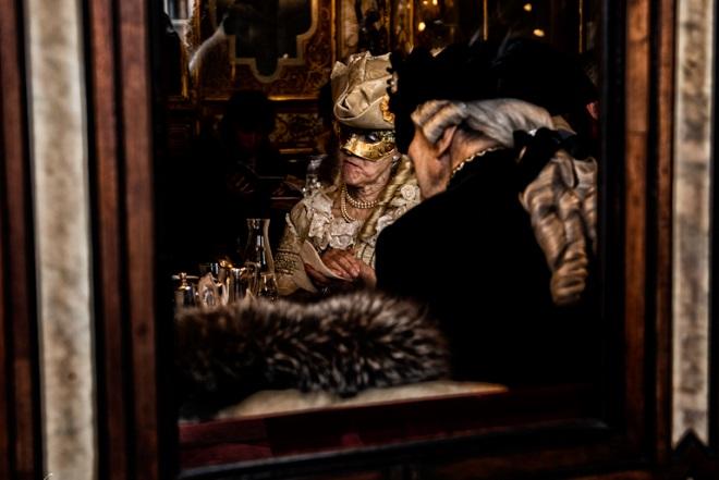 carnevale di venezia maschere all'interno