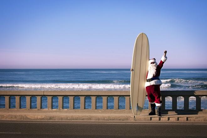 Saluer le Père Noël en short à Auckland