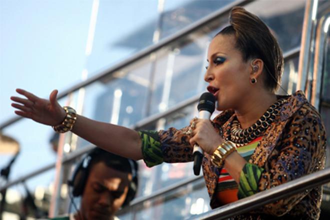 Claudia Leitte no trio eletrico no carnaval de Salvador