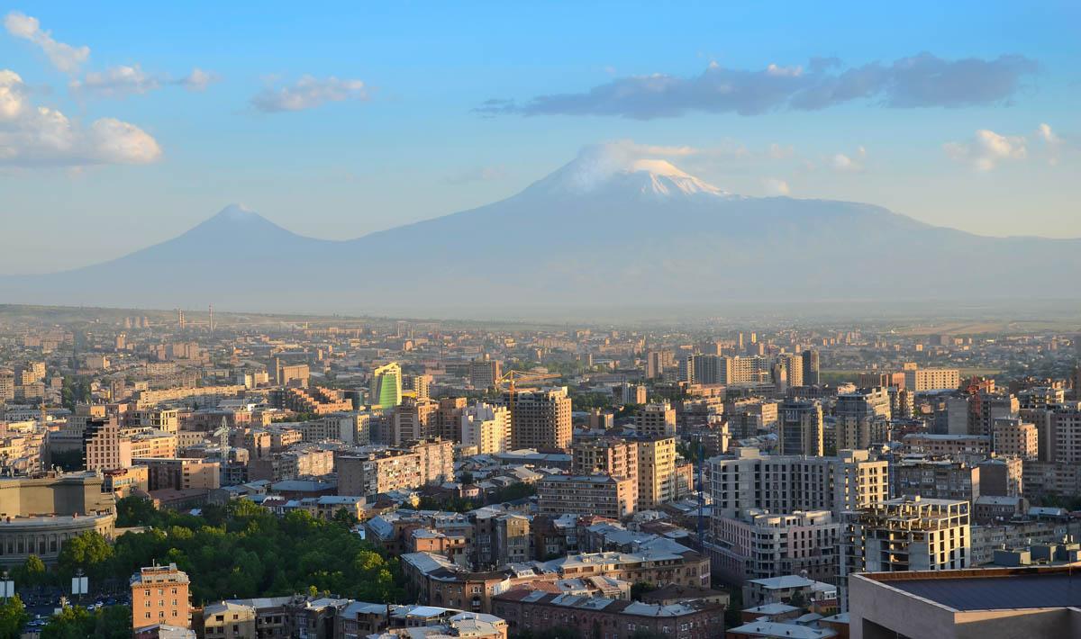 Вид на Ереван и гору Арарат