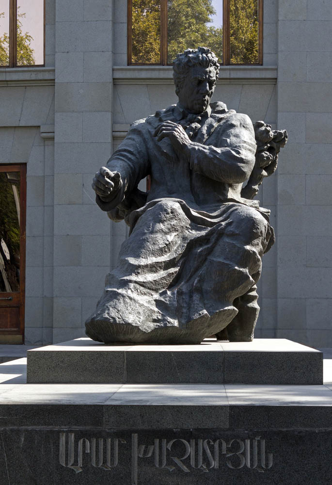 Статуя Арам Хачатурян