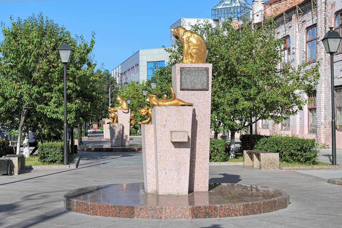 Памятник кошкам в Тюмени