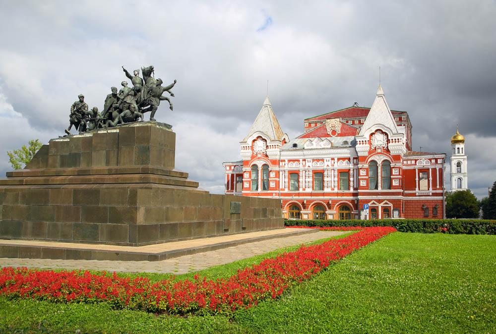 Чапаев памятник и тетар в Самаре