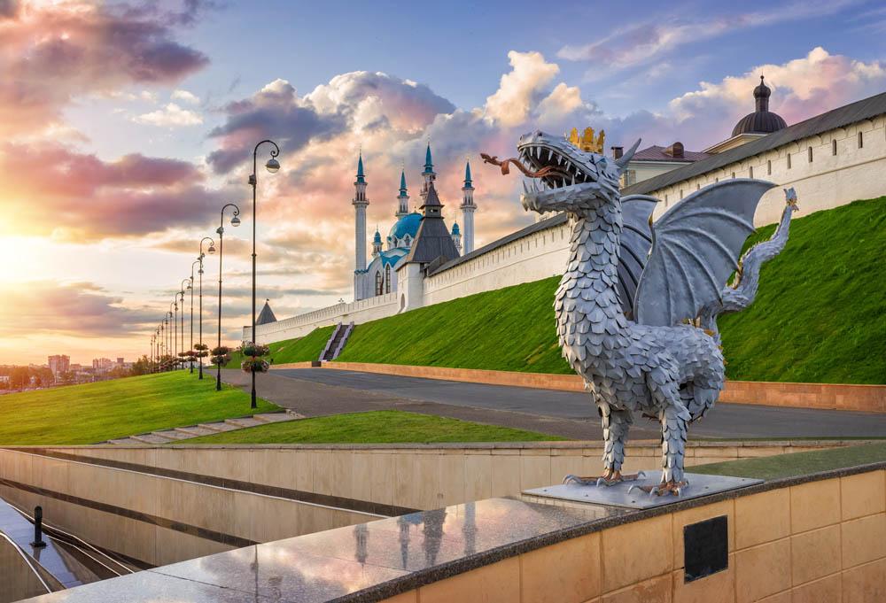 Зилант напротив Казанского Кремля