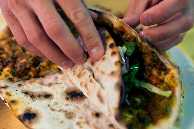Manger une grillade turque au Doyum à Berlin