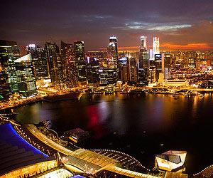 Boire un cocktail dans un endroit surprenant à Singapour