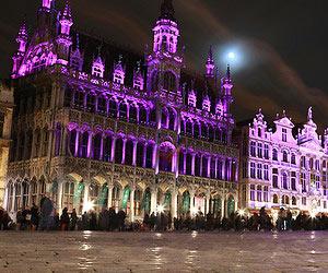 Eating gingerbread in Brussels