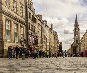 8 Top Tips From Edinburgh Fringe Experts