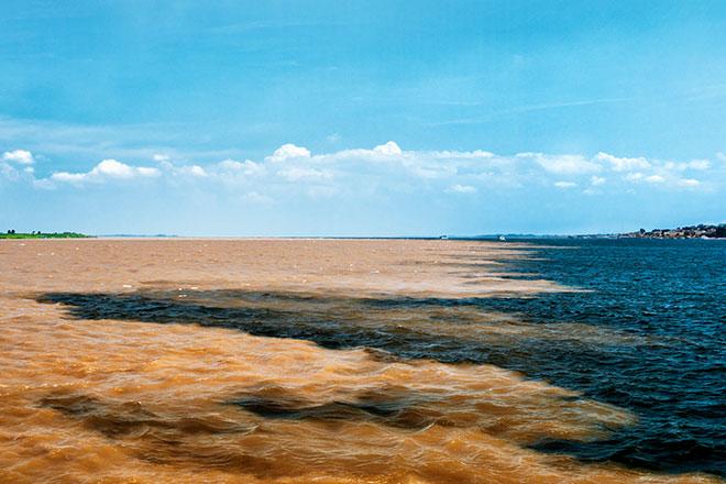 Encontro das águas entre o Rio Negro e Solimões
