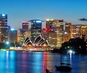 Um mitternacht am Meer auf ihre reise anstossen                                        in Sydney