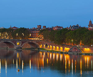 Trinquer à minuit au bord de l'eau à Toulouse