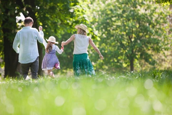 Família passeando no Jardim Botânico de Porto Alegre