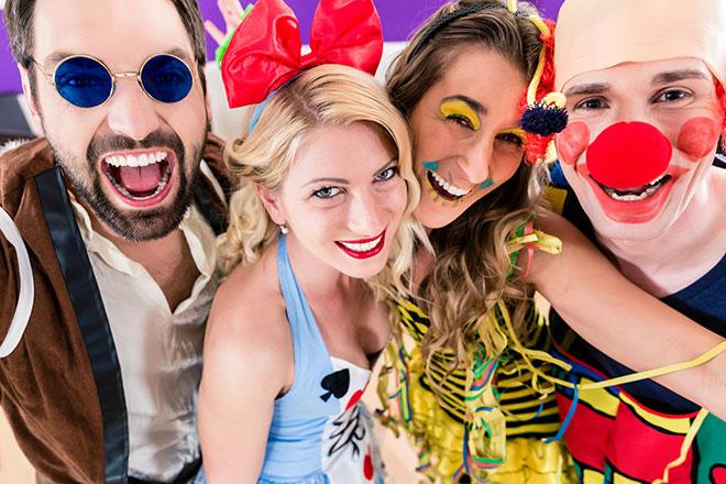 Pessoas fantasiadas no Carnaval