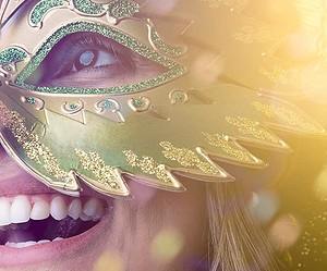 Improvise uma fantasia de Carnaval para os blocos de rua!
