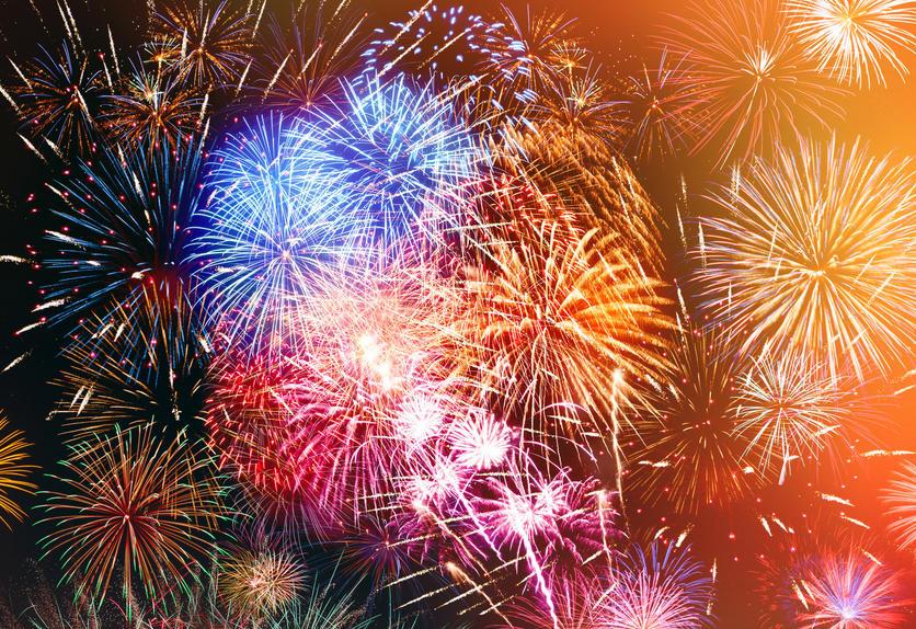 Genießen Sie das Feuerwerk am Himmel