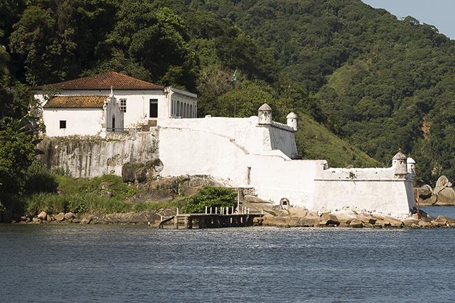 A Capela fica ao lado da Fortaleza