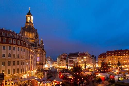 Weihnachtsmarkt in Dresden vor der Frauenkirche