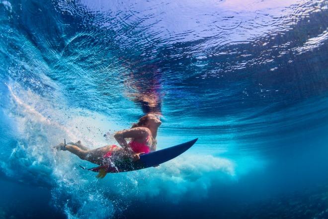 El mejor de los escenarios para hacer surf está en Waimea Bay, Hawái