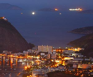 Avoir une vue panoramique de la ville illuminee                                        à Rio de Janeiro