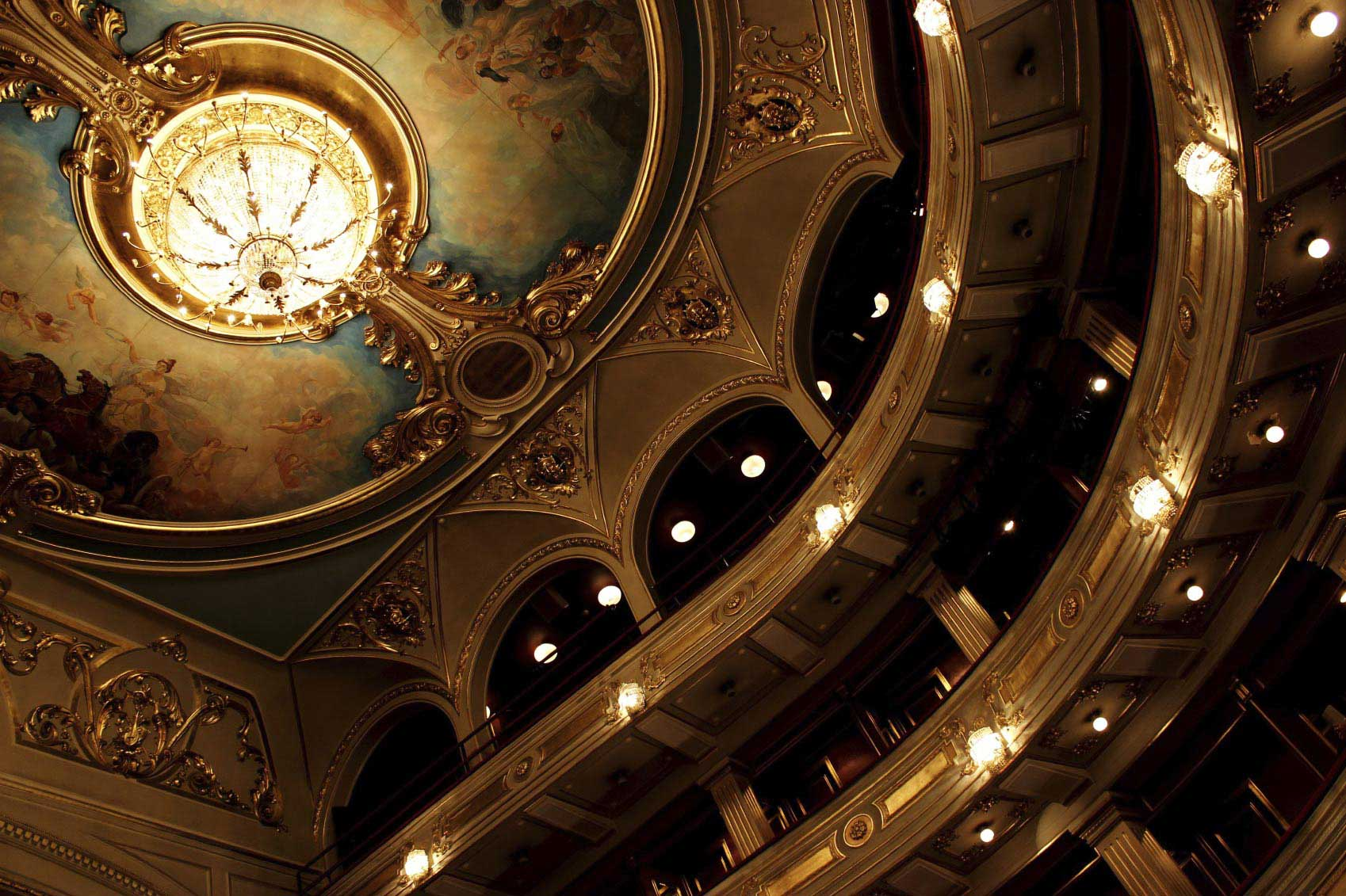 Assistir a uma opera