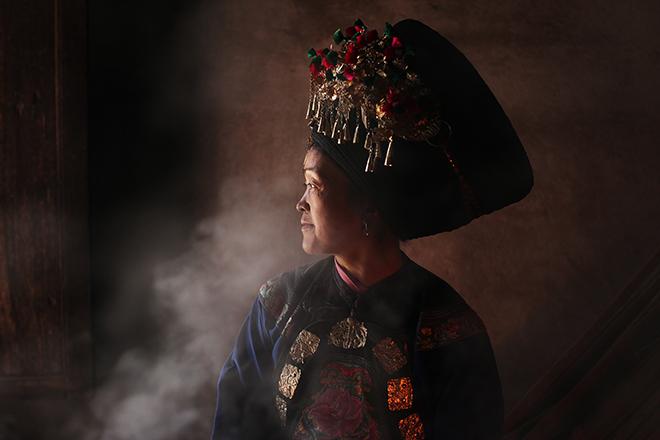Femme de la tribu Miao, en Chine  © Kares Le Roy