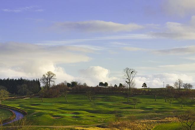 Ein Vorsprung auf dem Green des Mercure Kikuoka Golf Hotel Clubs