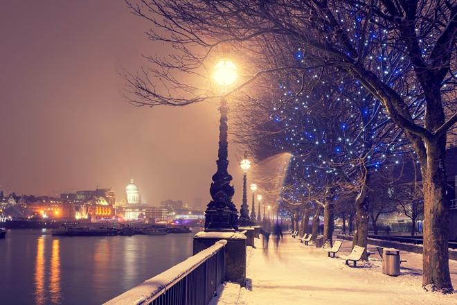 Lungo il Tamigi con la neve