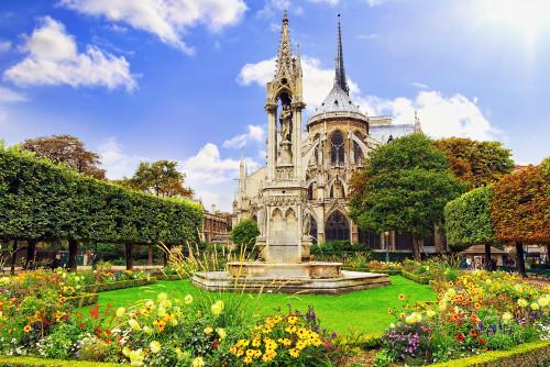 Entspannung an der Notre Dame de Paris beim romantischen Wochenende